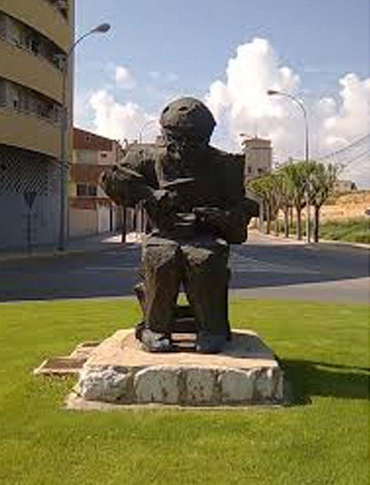 Elda Almansa Zapatero Al Valle En Monumento De La Ciudad x6PfqwfHS
