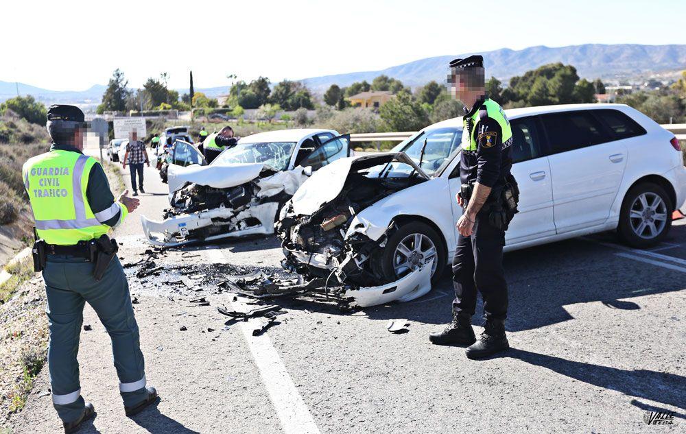 Accidente elda Monóvar audi a3 golf volkswagen policía accidente Choque frontal entre dos coches en la carretera de Elda a Monóvar IMG 4822 1
